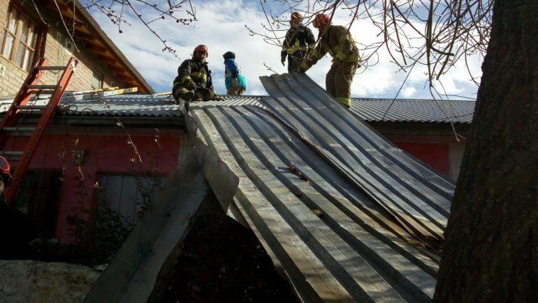 El viento sorprendió a Junín y voló al menos tres techos de casas