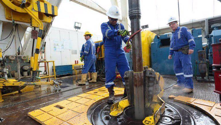 Petroleros acordaron un aumento extra del 4,2 por ciento