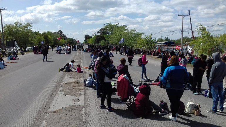 Caos de tránsito: organizaciones sociales cortan la Ruta 22