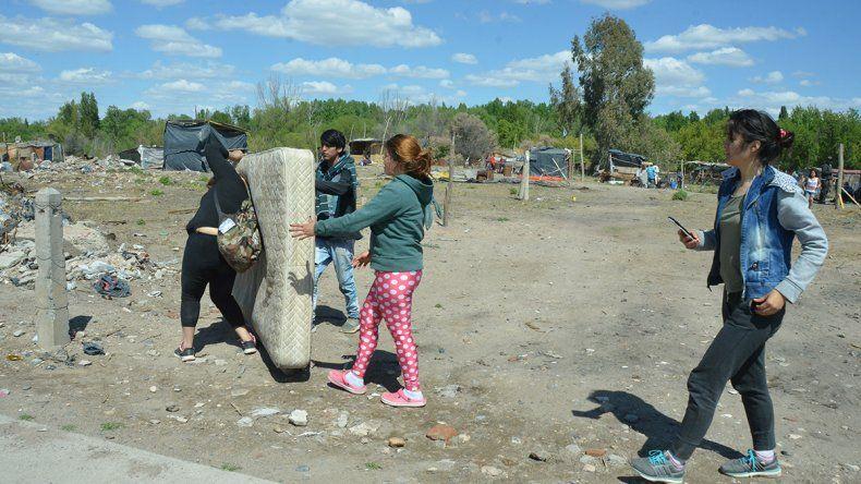 Volvieron a ocupar uno de los terrenos desalojados en el barrio Confluencia