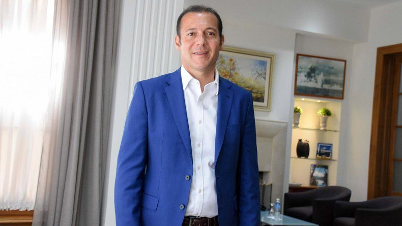 Omar Gutiérrez va a Buenos Aires y busca reunirse con Alberto Fernández