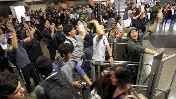 violentas protestas contra el aumento del subte en chile