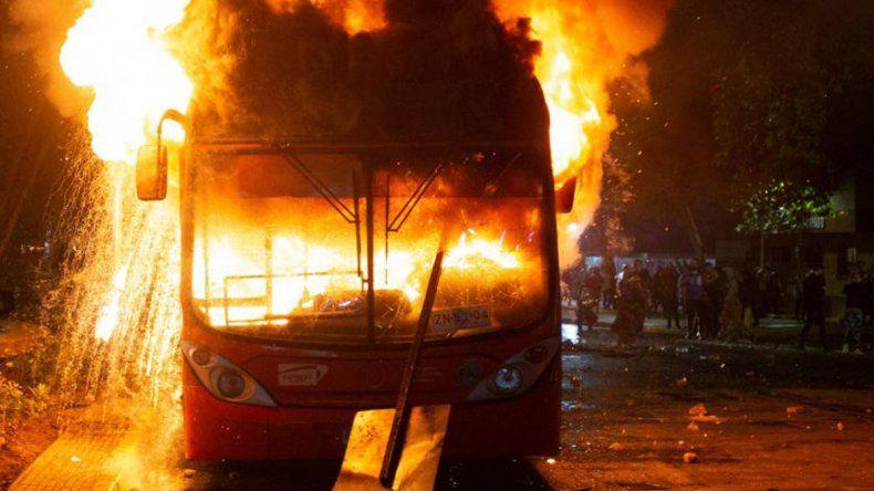 Estado de Emergencia en Chile por el aumento del subte: 308 detenidos y 160 heridos