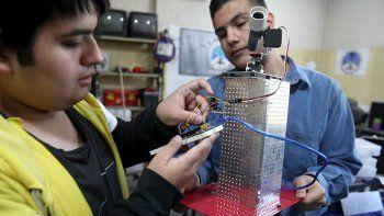 alumnos de la epet 8 crean un telescopio que podra ser usado por todos los vecinos