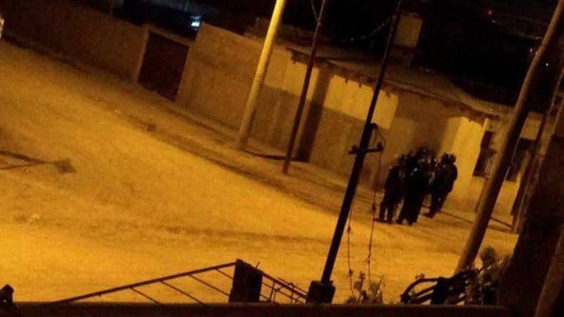 Los incidentes en Confluencia continuaron durante la noche
