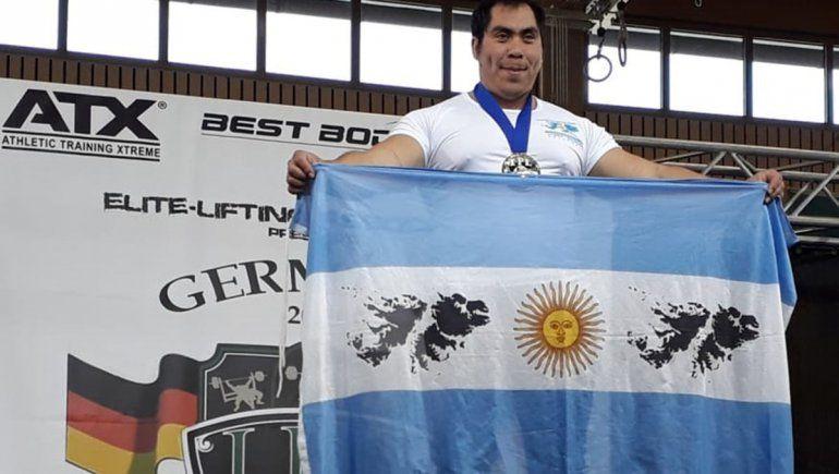¡Un groso! El portero de edificio neuquino ya es tricampeón mundial de pesas