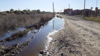 vecinos de un loteo reclaman por desborde de liquidos cloacales