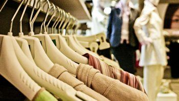 ira presa por vestirse gratis en una tienda reconocida