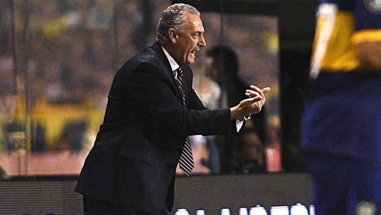 Arde Boca y Alfaro pareció despedirse, ¿sigue?