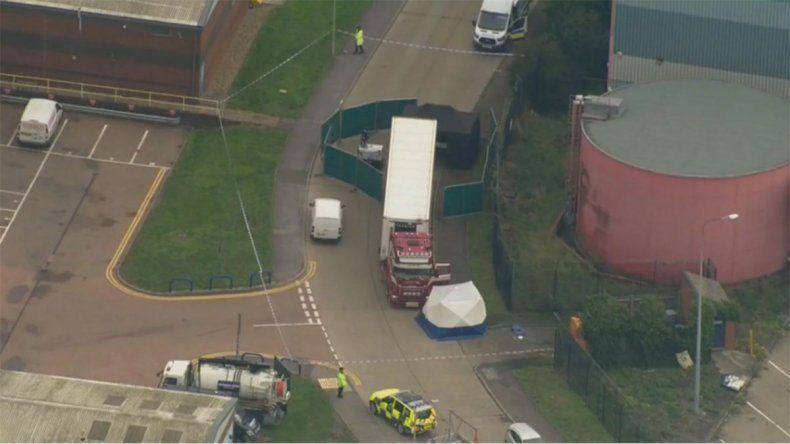 Descubre 39 cadáveres en un camión en Inglaterra