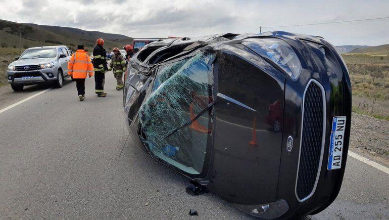 Un cabo del Ejército borracho volcó en la Ruta 40: resultó ileso