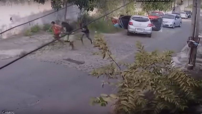 La bocina antirrobo que le permitió escapar cuando quisieron robarle el auto