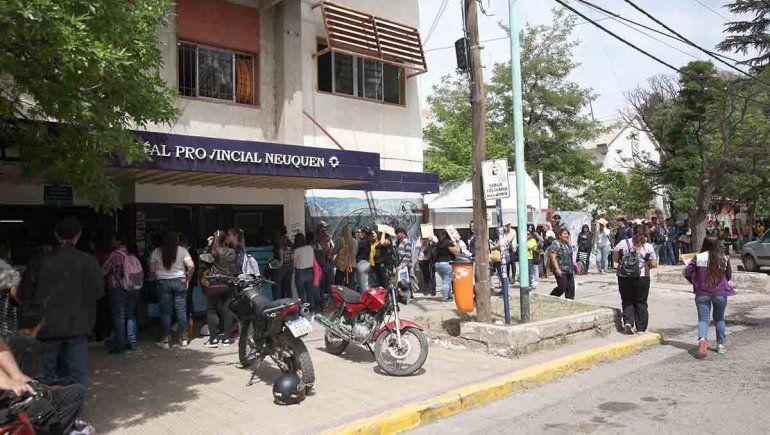 Doscientos metros de esperanza para obtener un puesto de trabajo en el Castro Rendón