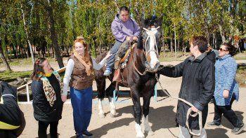 la equinoterapia se fortalece en zapala con caballos que sanan