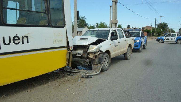 Camioneta petrolera se tragó un colectivo de Autobuses