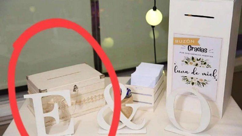 Una urna falsa para robar los regalos de los novios