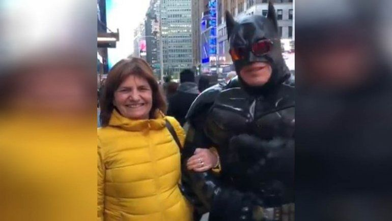 Mirá el viral de Bullrich con Batman que es furor en las redes