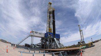 en octubre, la produccion de petroleo declino un 11,7%