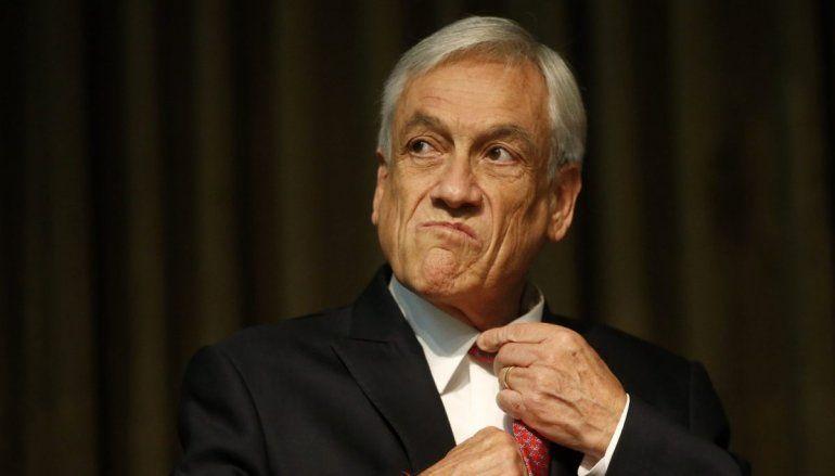 Piñera no renuncia y admite la chance de una reforma