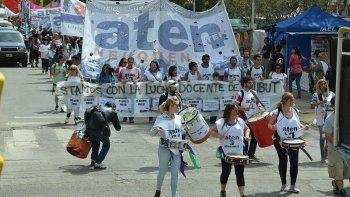 aten marcho en solidaridad con docentes de chubut