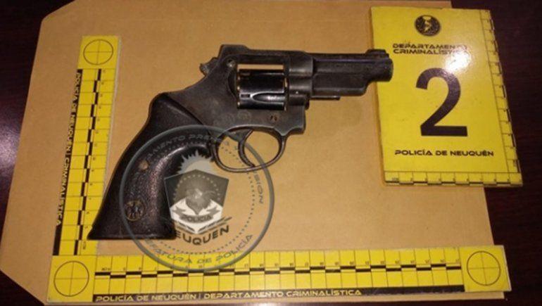 Allanaron en el oeste por un robo: secuestraron armas, municiones y hay un demorado