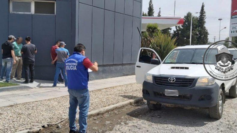 Ofrecían una camioneta robada en Facebook y los atraparon cuando la estaba por vender