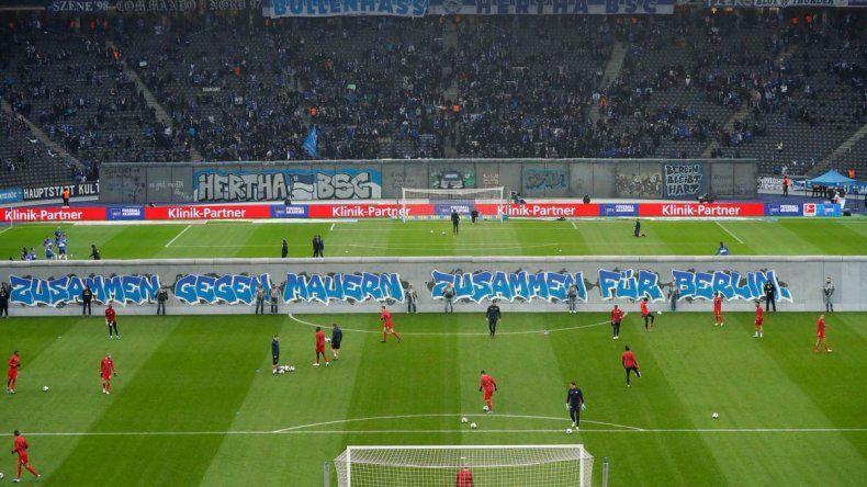 Emotivo recuerdo de la caída del muro en el fútbol alemán