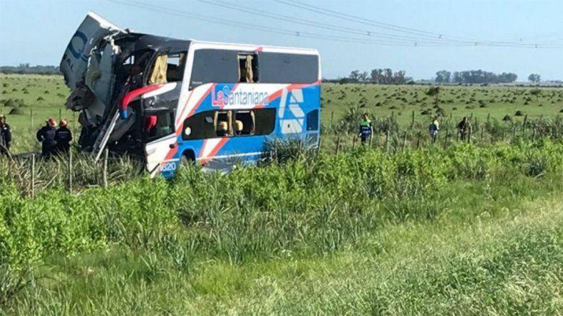 Choque brutal entre un colectivo y un camión: cinco muertos y decenas de heridos