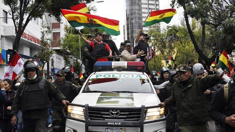 Tras la renuncia de Evo, las FFAA salen a las calles bolivianas
