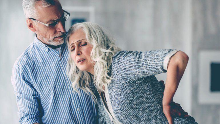 A la misma edad, las mujeres sufren más dolor que los hombres