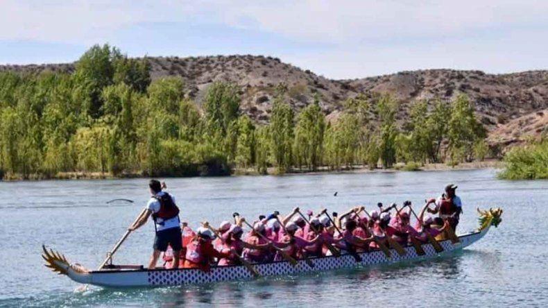 Más de 200 mujeres sobrevivientes de cáncer de mama remarán en el Río Limay
