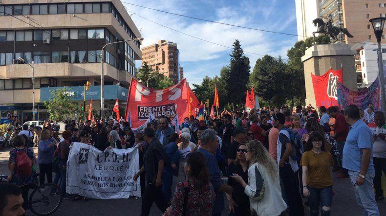Sindicatos y organizaciones marcharon en Neuquén por el golpe en Bolivia