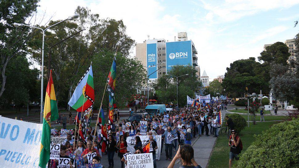 Masivo rechazo de figuras locales y la calle al golpe de Estado contra Evo Morales