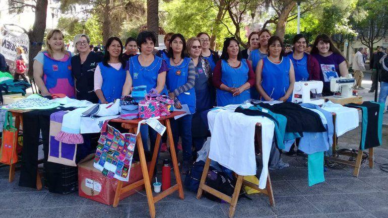 Las obreras textiles sacaron sus máquinas al centro