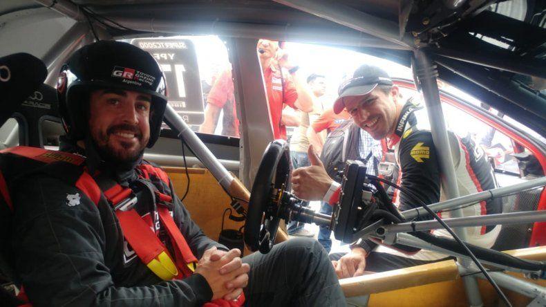 Fernando Alonso manejó el Corolla de Matías Rossi en Buenos Aires