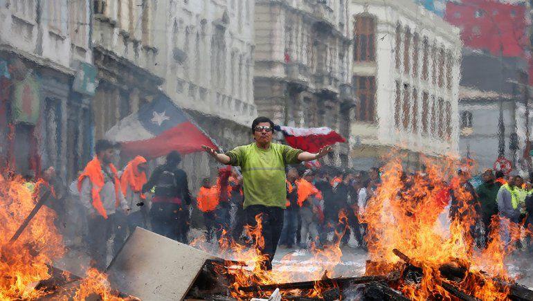 Por la represión y los abusos, piden la renuncia del jefe de Carabineros