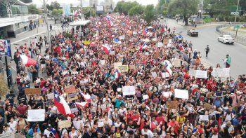 chile: otra masiva marcha contra el presidente pinera