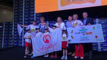 estudiantes neuquinos recibieron premios por promocionar frutas