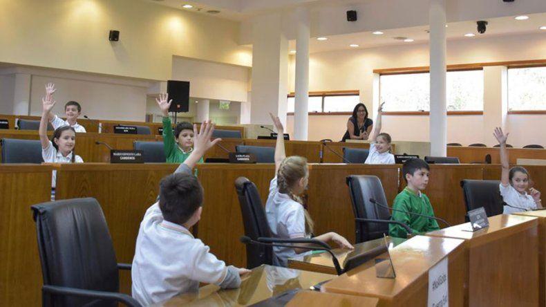Alumnos de tercer grado debatieron ideas en el Concejo
