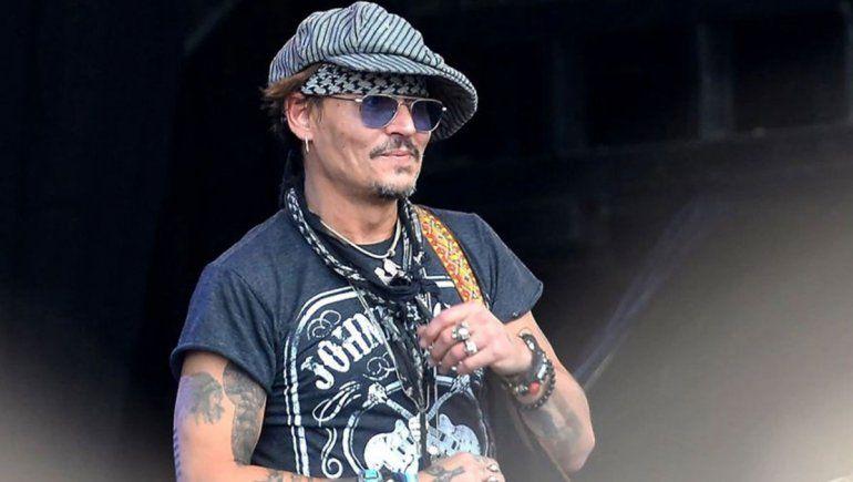 Johnny Depp bebe alcohol como si fuera agua y preocupa