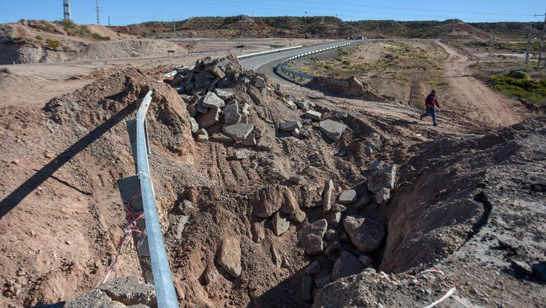 El cráter de Ruta 7 recién se arreglará para Navidad