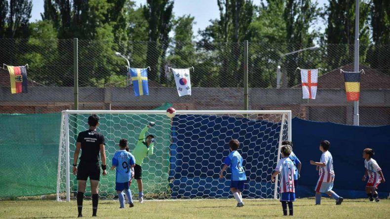 El Mundialito de Plottier, un golazo: más de 1.200 chicos y chicas por día y hasta River presente