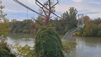 colapso puente colgante en francia: un muerto y varios desaparecidos