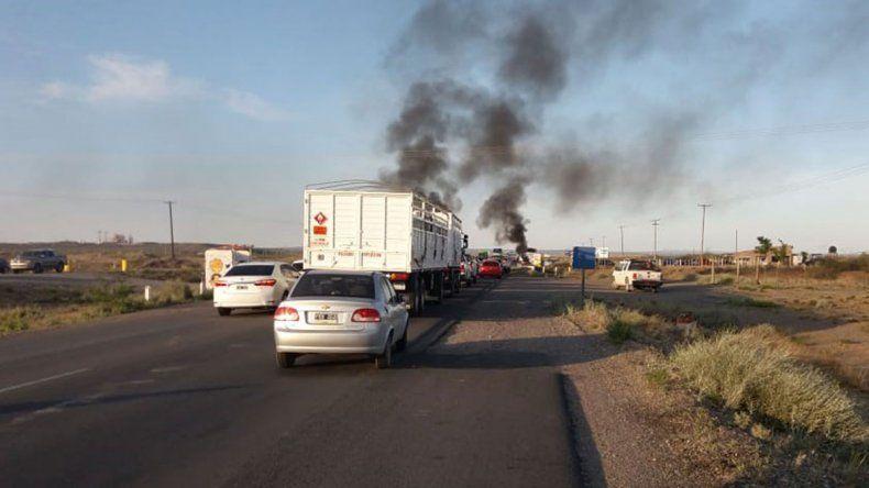 Trabajadores de la PIAP cortan la Ruta 22 en Arroyito