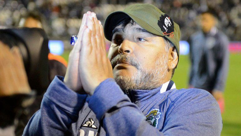 Maradona se fue de Gimnasia y estallaron los memes en las redes