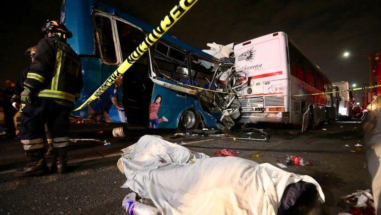 Triple choque de micros: 13 muertos y 40 heridos