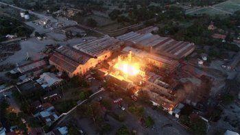 incendio en una fabrica: hay al menos cinco muertos