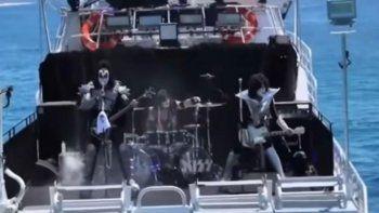 concierto insolito: kiss dio un show para ¡tiburones!