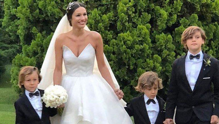 Pampita se casó y lució blanca y radiante