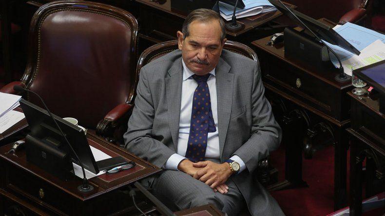 Tras la denuncia de su sobrina por violación, Alperovich pidió licencia en el Congreso
